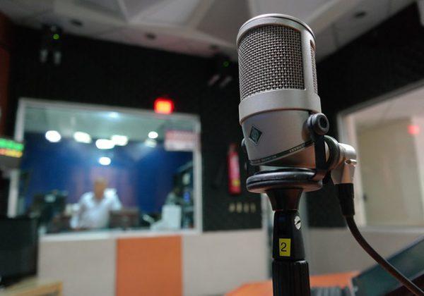 תוכניות רדיו מעניינות להאזנה בזמן הלימודים